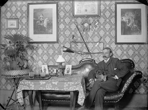1900「Karl Demel in Master Bedroom」:写真・画像(9)[壁紙.com]