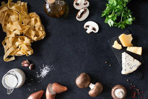 Recipe「Italian Pasta ingredients on black background. Italian food.」:スマホ壁紙(8)