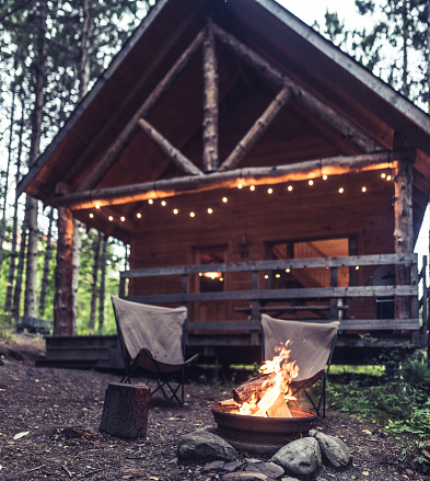 Vacations「Cozy evenings at the cabin in the woods」:スマホ壁紙(11)