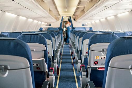 Airplane「Empty Airplane Cabin Interior」:スマホ壁紙(3)