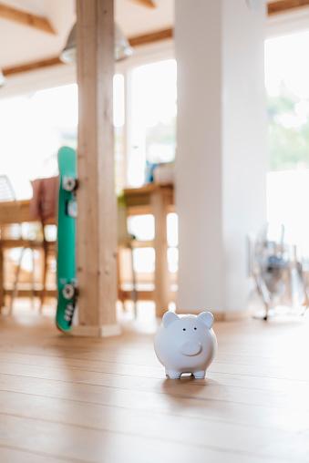 Wooden Post「Piggy bank on wooden floor in a loft」:スマホ壁紙(19)