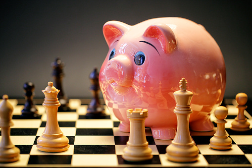 Economic fortune「Piggy Bank playing Chess Game.」:スマホ壁紙(10)