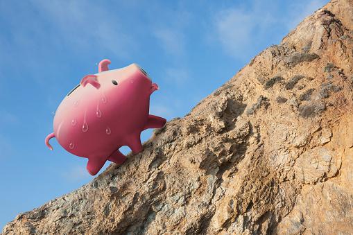 Effort「Piggy bank sweating on cliff edge」:スマホ壁紙(1)