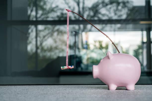 Piggy bank With a Money Carrot stick:スマホ壁紙(壁紙.com)