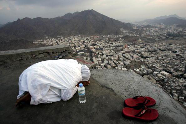 Activity「Muslim Pilgrims Visit Hera'a Cave In Mecca」:写真・画像(8)[壁紙.com]