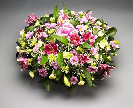 Funeral「Funeral flower arrangement. Studio shot.」:スマホ壁紙(6)