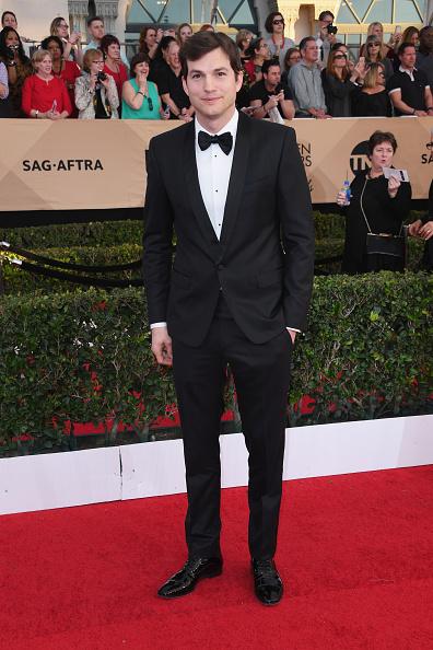 Ashton Kutcher「23rd Annual Screen Actors Guild Awards - Arrivals」:写真・画像(19)[壁紙.com]
