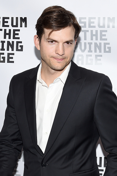Ashton Kutcher「Museum of the Moving Image Honors Netflix Chief Content Officer Ted Sarandos And Seth Meyers - Arrivals」:写真・画像(17)[壁紙.com]