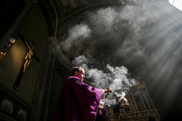 Religion「Austrian Priest Holds Daily Mass, His Congregation Represented By Photos」:写真・画像(17)[壁紙.com]