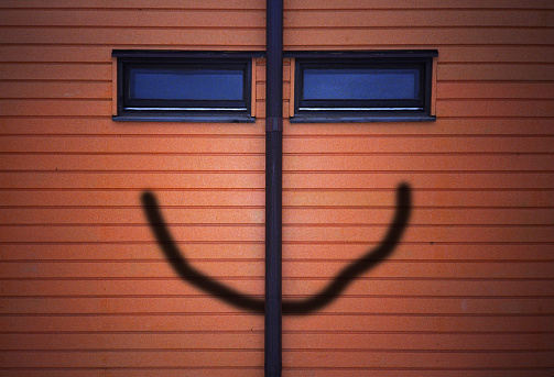 Comedian「Wall of windows, drainpipe and painted mouth that together form a face」:スマホ壁紙(3)