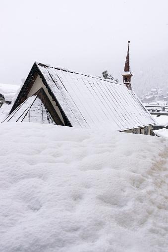 雪の吹きだまり「St. Mauritius Church. Zermatt. Switzerland」:スマホ壁紙(14)