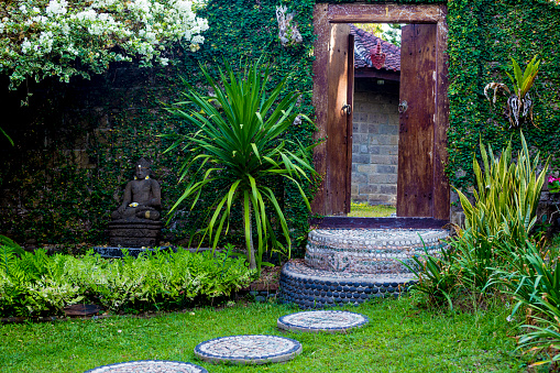 Paving Stone「Door and Budha statue in the garden. Bali. Indonesia.」:スマホ壁紙(5)