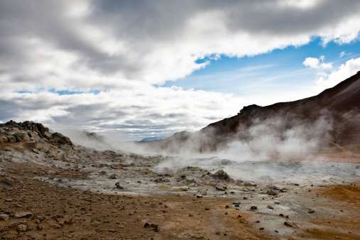 Volcanic Landscape「Iceland, Namafjall, fumaroles and mudpots releasing steam and sulfur gas」:スマホ壁紙(10)