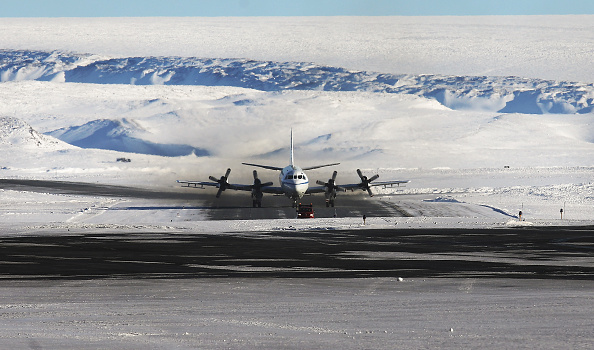Thule Air Base「NASA Continues Efforts To Monitor Arctic Ice Loss With Research Flights Over Greenland and Canada」:写真・画像(6)[壁紙.com]