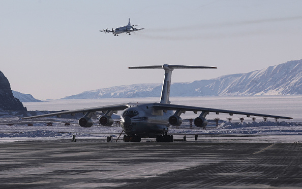 Thule Air Base「NASA Continues Efforts To Monitor Arctic Ice Loss With Research Flights Over Greenland and Canada」:写真・画像(2)[壁紙.com]