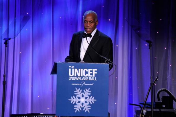 雪の結晶「The Ninth Annual UNICEF Snowflake Ball - Inside」:写真・画像(7)[壁紙.com]