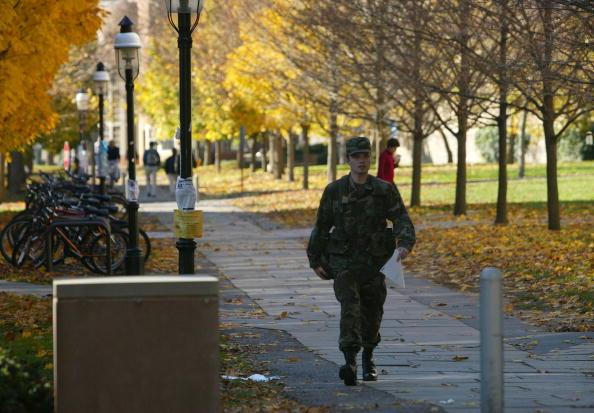 University「ROTC Students Train for War」:写真・画像(3)[壁紙.com]