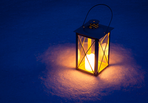 Flame「Candle lamp isolated in snow at night」:スマホ壁紙(15)