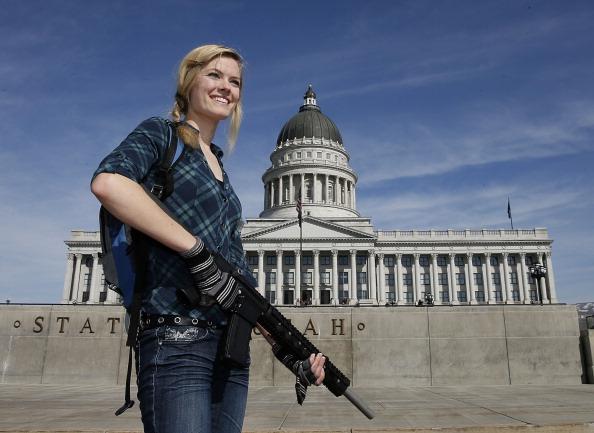 Carrying「Major Gun Rights Rally Held In Salt Lake City」:写真・画像(17)[壁紙.com]