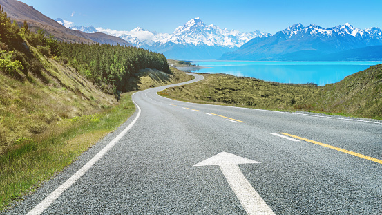 Road Marking「Road Trip to Mount Cook Lake Pukaki New Zealand」:スマホ壁紙(12)