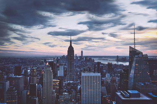 最上部「マンハッタンビューで早朝、ニューヨークシティ」:スマホ壁紙(13)