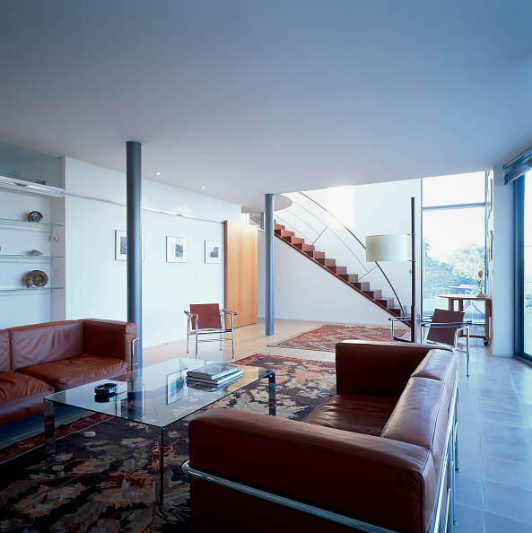 Rug「View of couches in a spacious living room」:写真・画像(12)[壁紙.com]