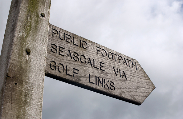 Obsolete「Sign Post for a Golf course near the Nuclear Plant Sellafield. The Nuclear site was warned by EC it could face stiff penalties for not meeting stringent EC rules on nuclear waste. The dispute centres around access to an area of Sellafield nuclear plant k」:写真・画像(13)[壁紙.com]