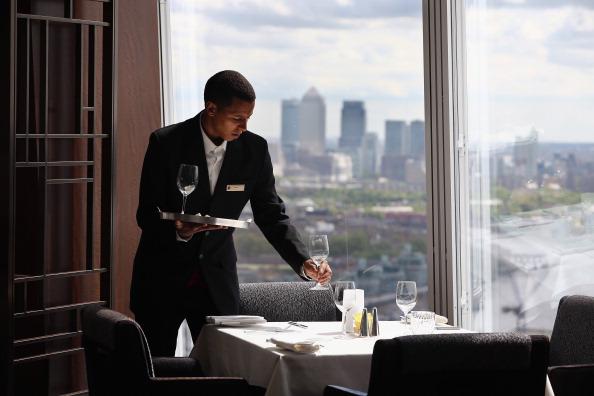 Waiter「Shangri-La Hotel Opens In The Shard」:写真・画像(0)[壁紙.com]