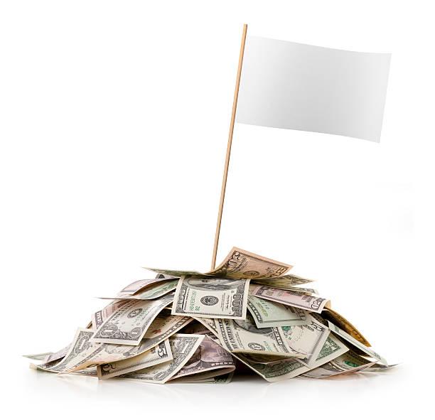 Heap of money with white blank flag:スマホ壁紙(壁紙.com)
