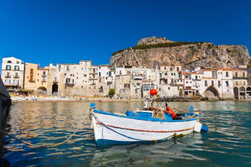 Unrecognizable Person「Cefalu, Sicily, Italy.」:スマホ壁紙(19)
