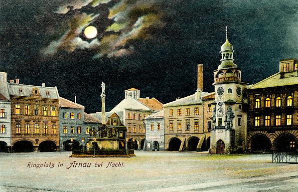 City Life「Square in Hostinné (German: Arnau) by night」:写真・画像(2)[壁紙.com]