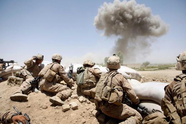War「U.S. Marines Continue Suppression Of Insurgents」:写真・画像(1)[壁紙.com]