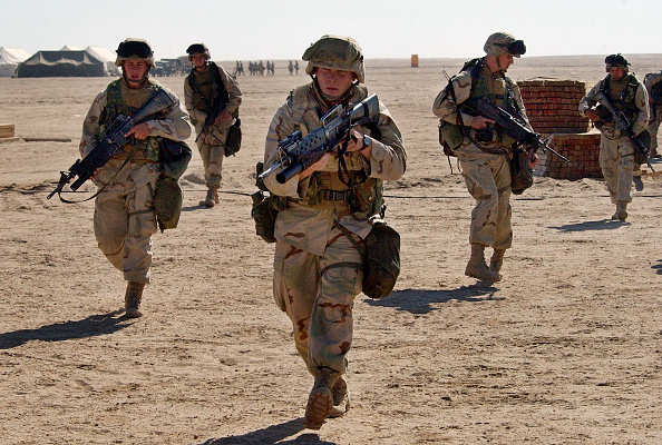 Desert Area「U.S. Marines Prepare For War In Kuwait」:写真・画像(15)[壁紙.com]