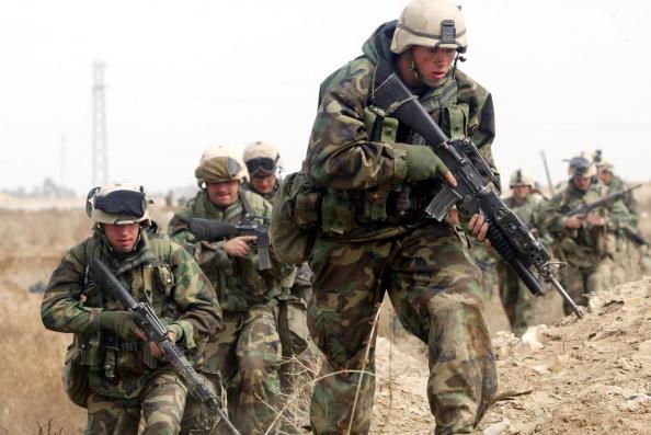 Aggression「U.S. And British Forces Move Through Southern Iraq 」:写真・画像(12)[壁紙.com]