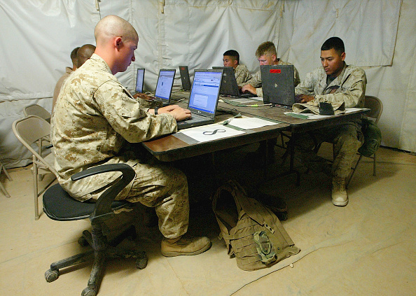 Internet「US Marines Take Advantage Of Downtime At Al Asad Airbase」:写真・画像(5)[壁紙.com]