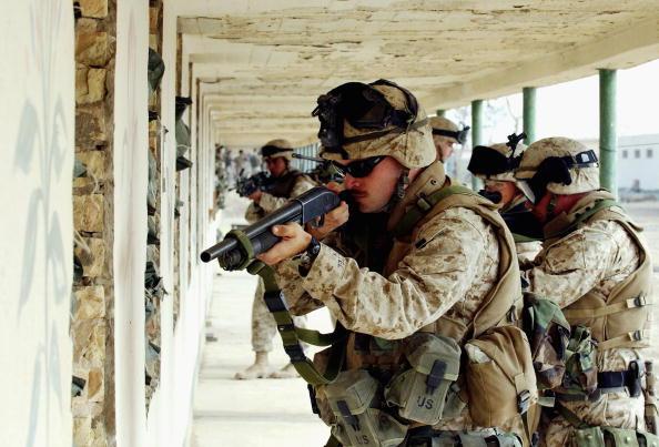 Marco Di Lauro「U.S. Marines Train For Possible Fallujah Offensive」:写真・画像(1)[壁紙.com]