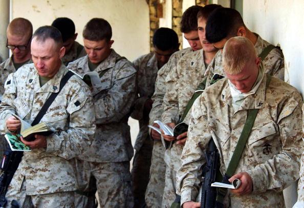 Marco Di Lauro「U.S Marines anticipating the final offensive on Fallujah」:写真・画像(2)[壁紙.com]