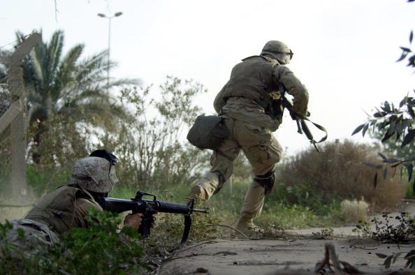 Baghdad「U.S. Marines Come Under Fire In Baghdad」:写真・画像(14)[壁紙.com]