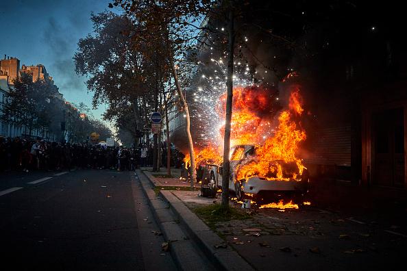 Exploding「Demonstration Against Global Security Law In Paris」:写真・画像(19)[壁紙.com]