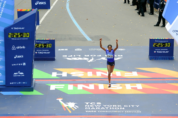 Finishing「TAG Heuer Official Timekeeper And Timepiece Of 2015 TCS New York City Marathon」:写真・画像(19)[壁紙.com]
