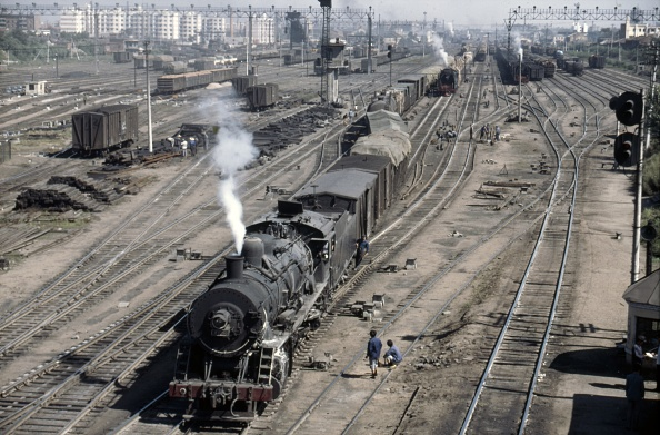 Heilongjiang Province「The huge marshalling and dump yard at Harbin is overhauled by Sankong Bridge known in the 1980s as the greatest trainwatching place in the world. Heavy shunting was done by JF Class 2-8-2s typical American styled Mikados built in both Japan and China.」:写真・画像(0)[壁紙.com]