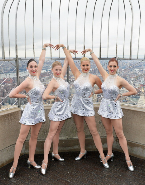 Empire State Building「The Rockettes Light The Empire State Building In Celebration Of The 2012 Radio Christmas Spectacular」:写真・画像(2)[壁紙.com]
