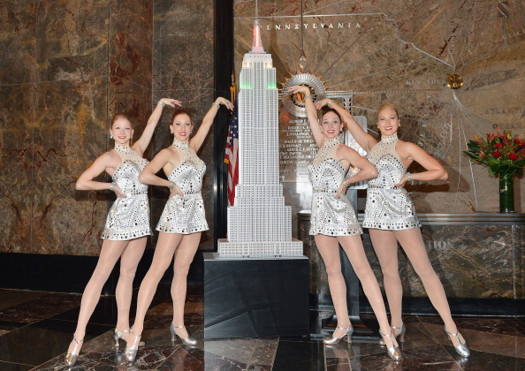 Empire State Building「The Rockettes Light The Empire State Building In Celebration Of The 2012 Radio Christmas Spectacular」:写真・画像(3)[壁紙.com]