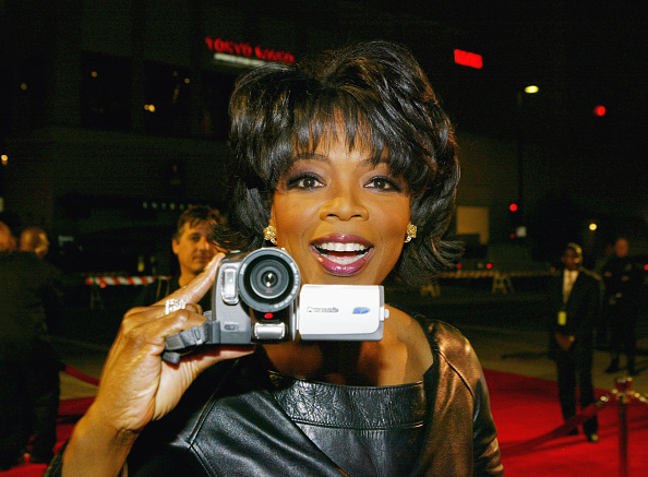 Oprah Winfrey「30th Annual People's Choice Awards - Arrivals」:写真・画像(4)[壁紙.com]