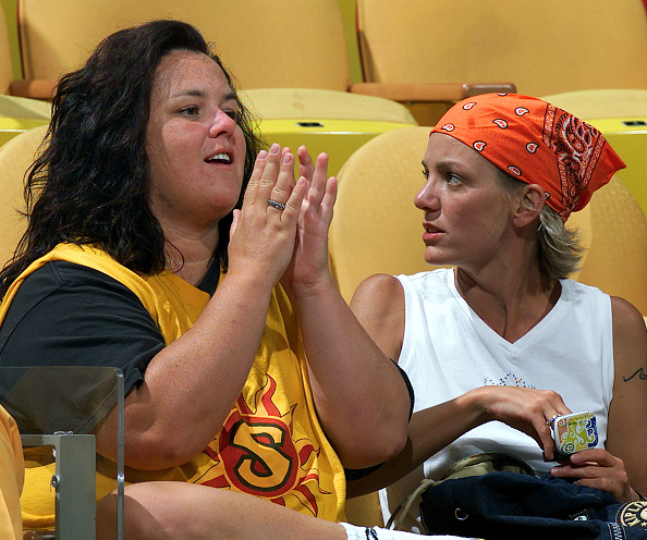 Eliot J「Rosie O'Donnell And Kelli Carpenter At WNBA Basketball Game」:写真・画像(18)[壁紙.com]