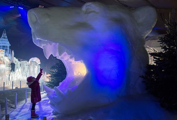 雪「Magical Ice Kingdom At Hyde Park Winter Wonderland - Photocall」:写真・画像(16)[壁紙.com]