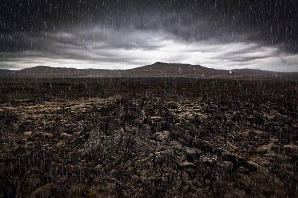 Raining on lava-geothermal region:スマホ壁紙(壁紙.com)