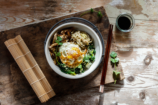 Soy Sauce「Buddha Bowl of spinach, mushrooms, noodels and fried egg」:スマホ壁紙(1)