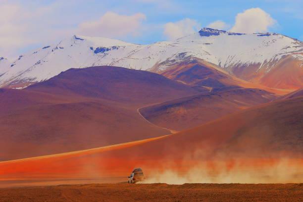 4x4 off-road car going to Atacama Desert -  Volcanic landscape, Bolivian Andes - Potosi – Bolivia:スマホ壁紙(壁紙.com)