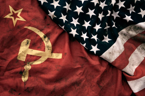 Grungy Flags of Soviet Union and USA:スマホ壁紙(壁紙.com)